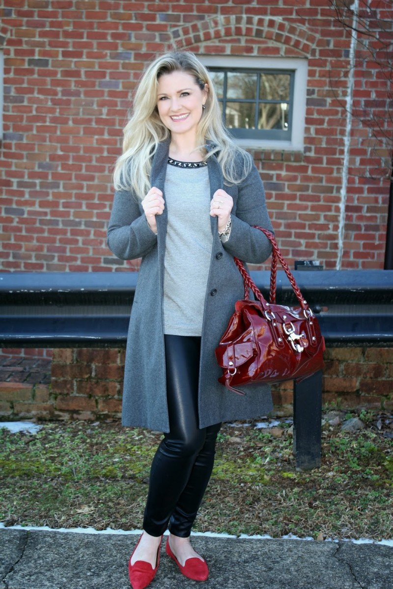 Casual chic in leather skinnies