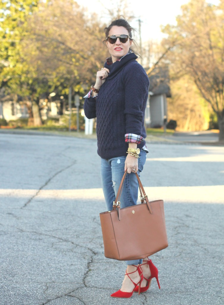 How to wear boyfriend jeans with heels cia Peaches In A Pod.