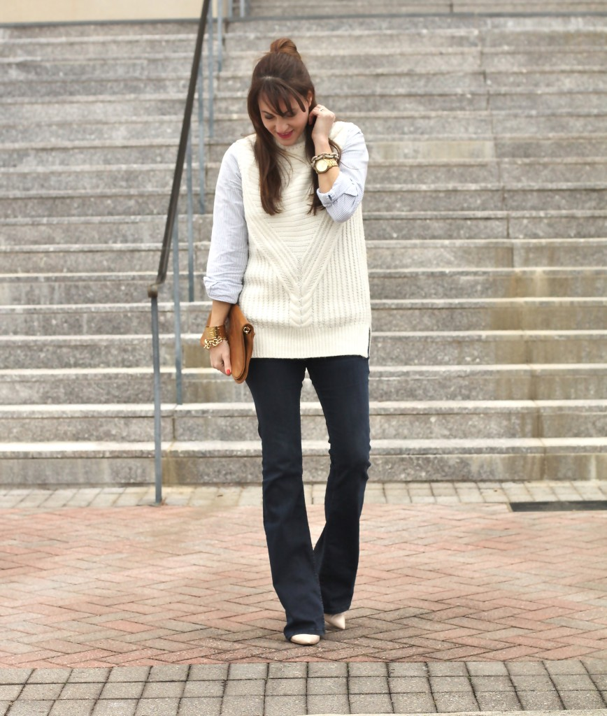 How to wear flare jeans on Peaches In A Pod blog. Women's fashion and style.