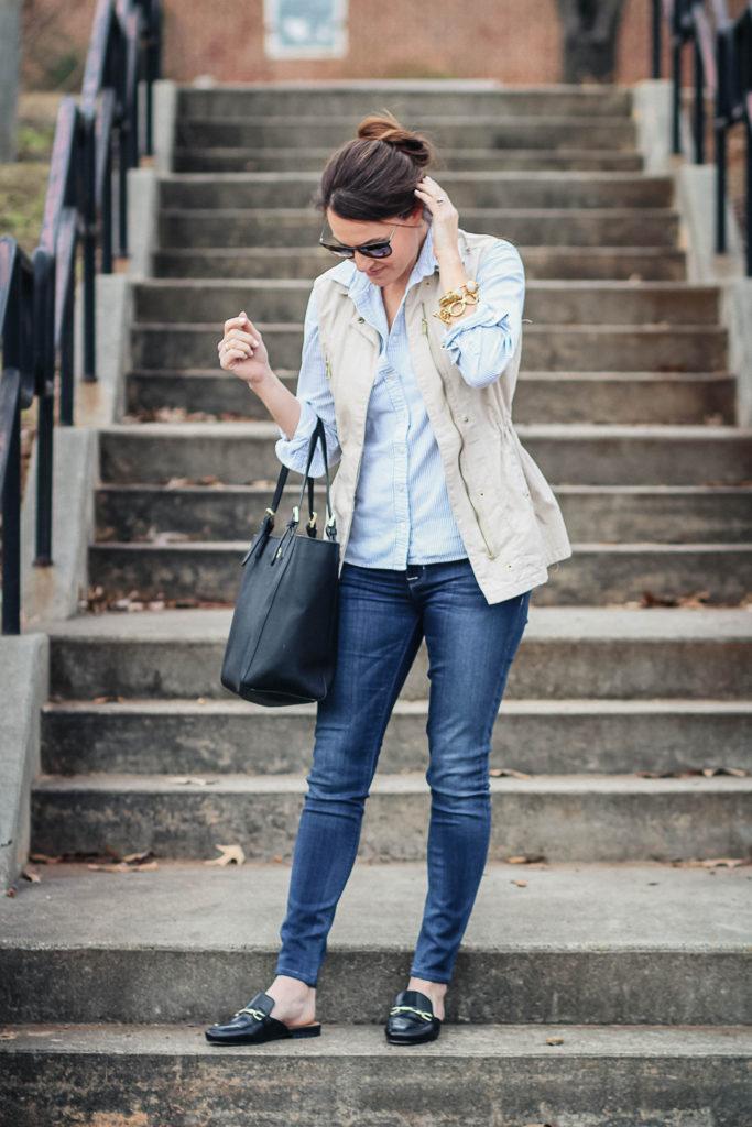 Black mule shoes outfit idea via Peaches In A Pod blog.