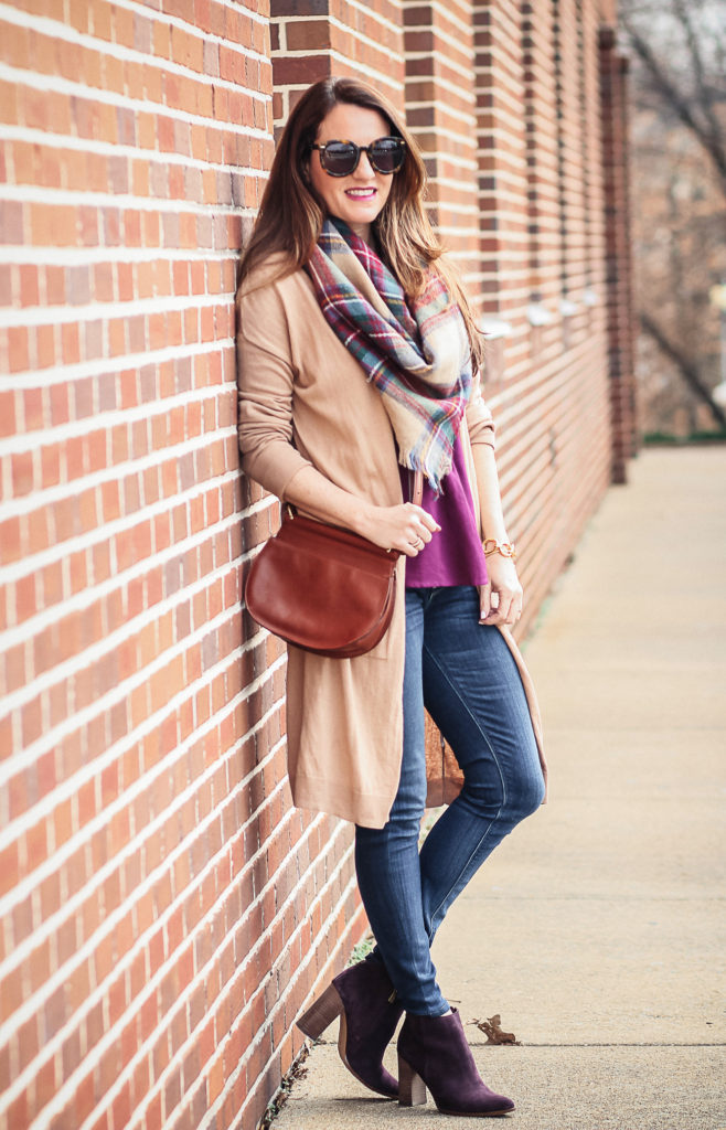 Blanket scarf outfit idea via Peaches In A Pod blog. How to dress for early spring, cardigans and blanket scarves are a must.
