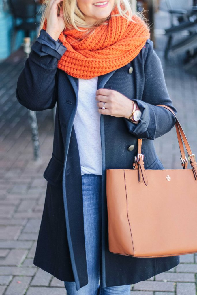How to wear an oversized scarf in the winter without looking bulky.