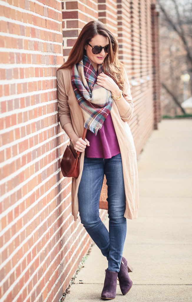 How to dress for early spring via Peaches In A Pod blog. Women's spring outfit ideas.