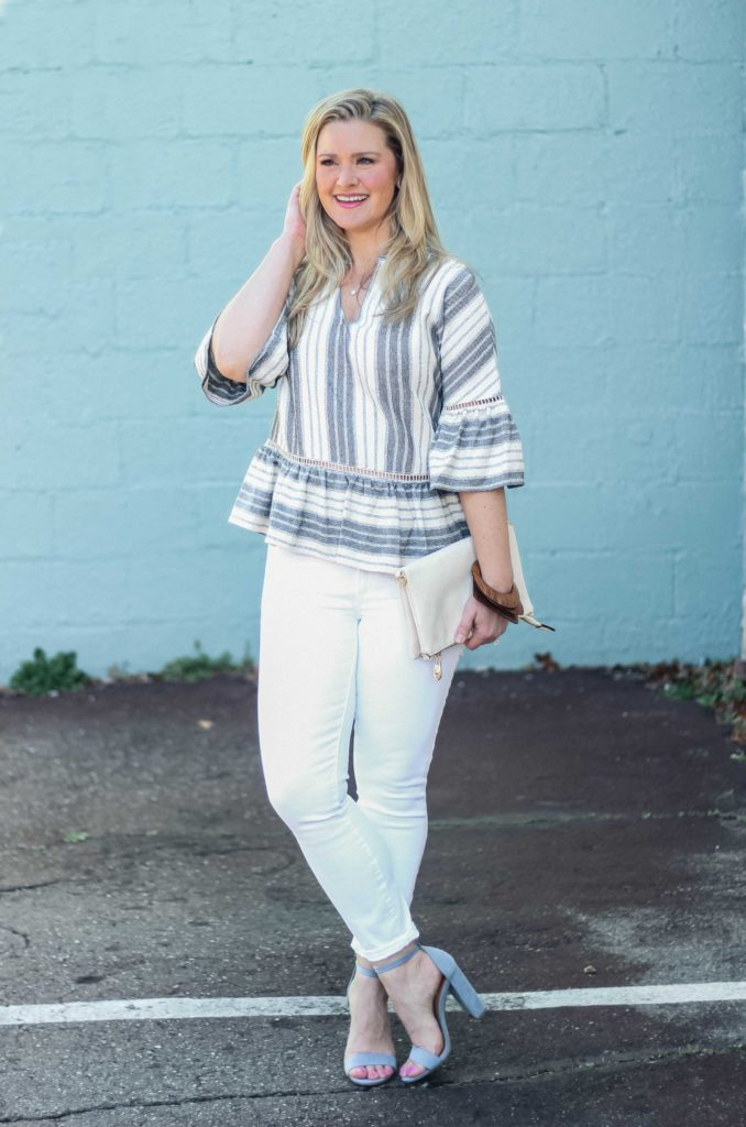 Cute white jeans outfit that is perfect for Spring.