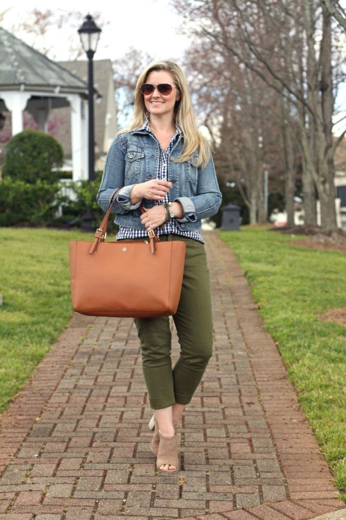 Best spring outfit ideas via Peaches In A pod. The perfect spring look with olive pants, gingham blouse and mules.