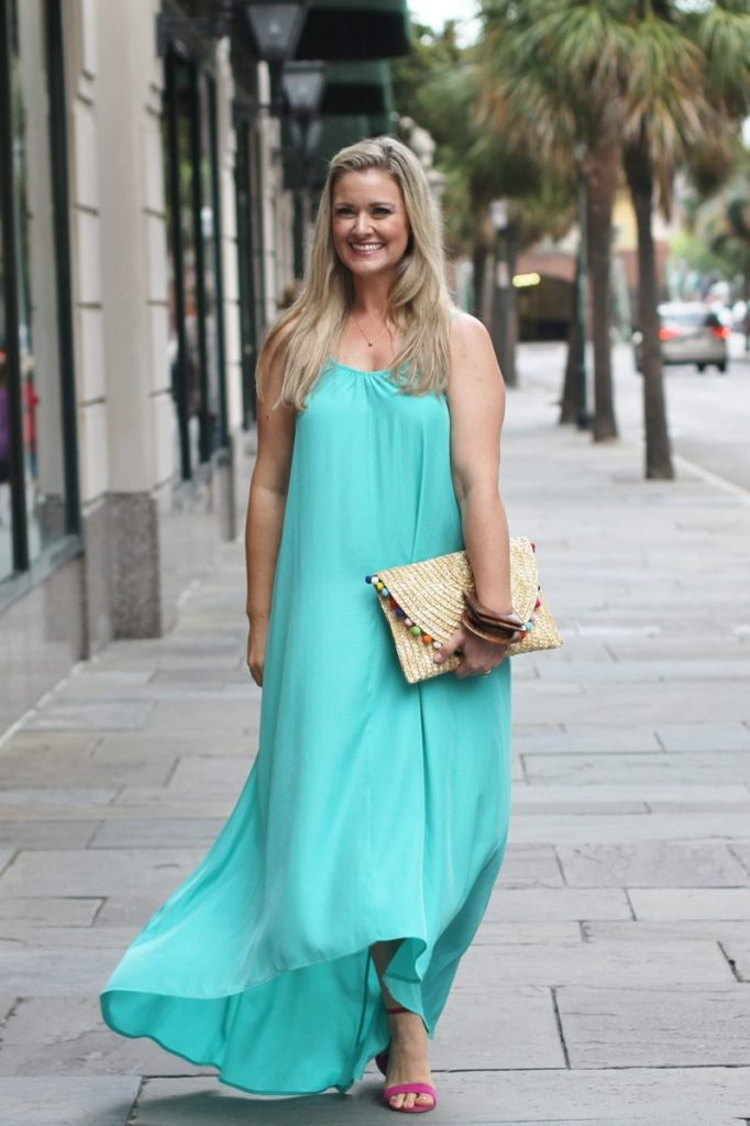 Best Spring outfit ideas for women via Peaches In A Pod blog. This pretty maxi dress is perfect for dressing up for a spring occasion.