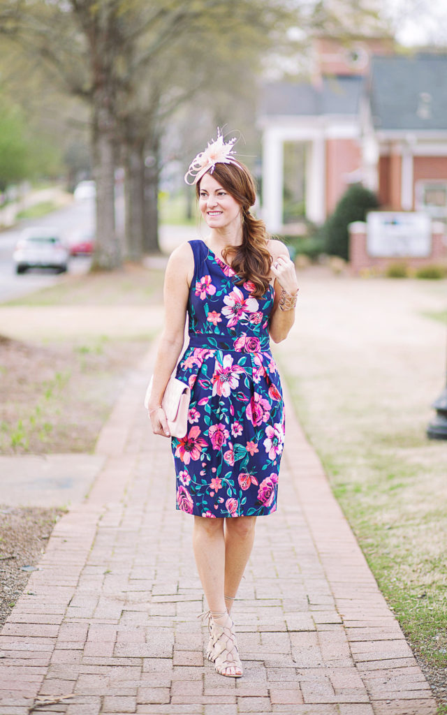 Kentucky Derby dress idea via Peaches In A Pod blog. Get ready to celebrate the run for the roses with this outfit idea.
