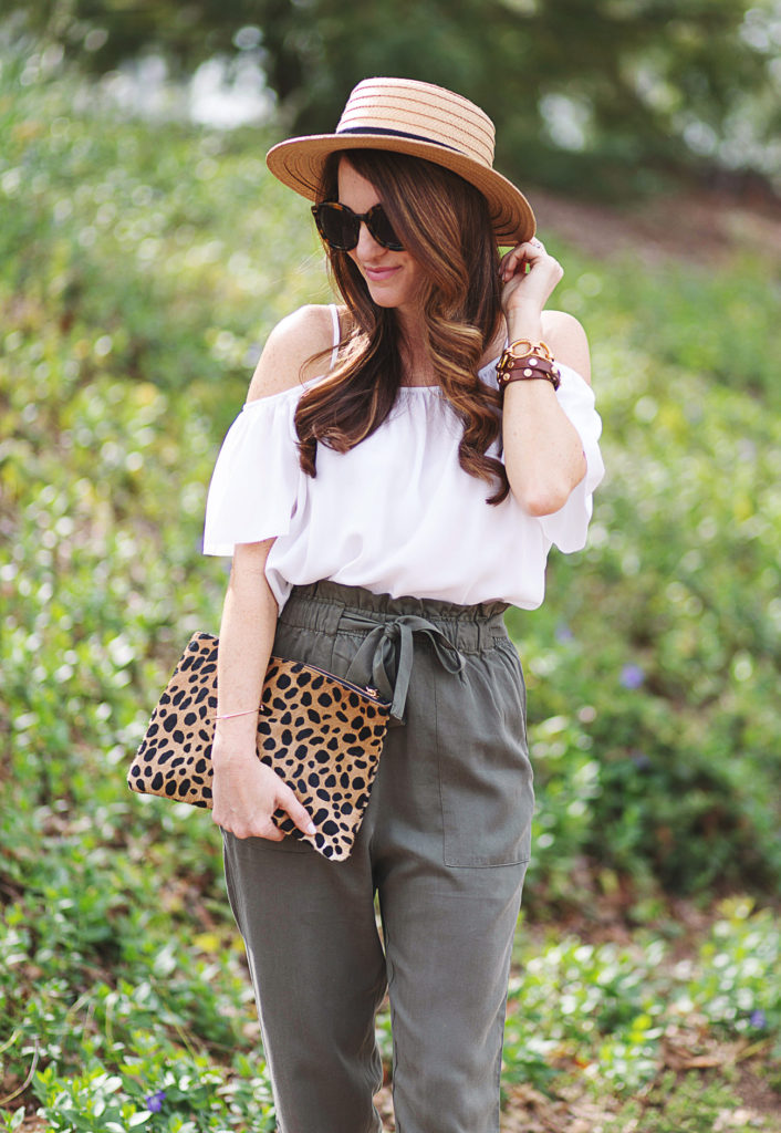 Olive high rise pants outfit for spring via Peaches In A Pod blog. Spring fashion for women.