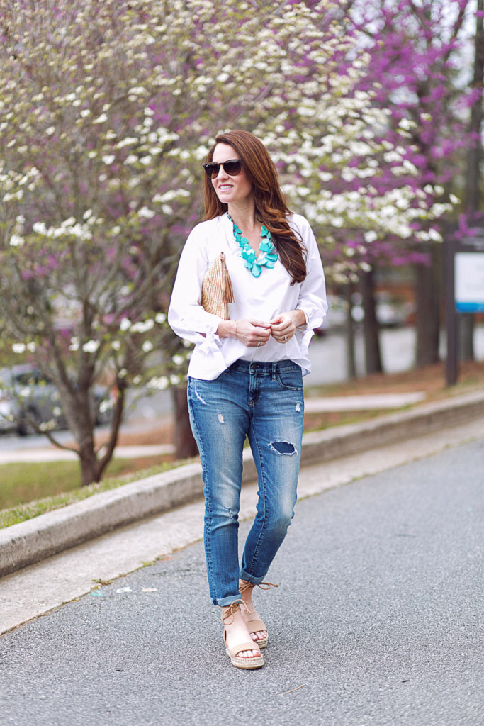 The perfect spring outfit idea via Peaches In A Pod blog.