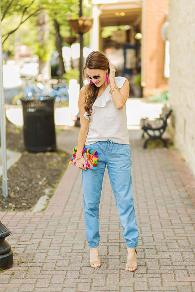 How to style denim joggers for summer on Peaches In A Pod blog.