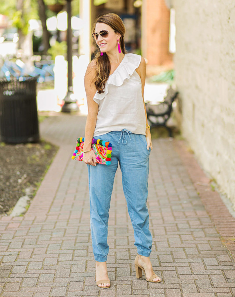 How to wear denim joggers via Peaches In A Pod blog. These Gap Utility joggers are our new favorites for summer.