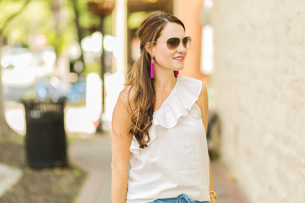 Perfect white one shoulder top via Peaches In A Pod blog. Old Navy relaxed one shoulder top.
