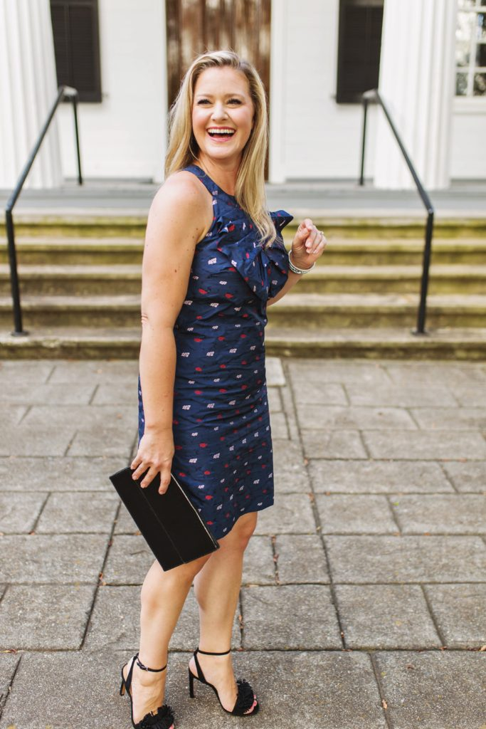 how to wear navy with black together to create a great evening look perfect for summer.