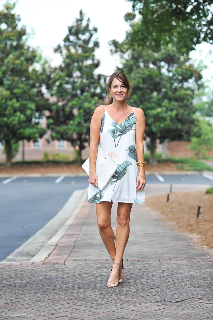 What to wear on a summer date night via Peaches In A Pod blog.