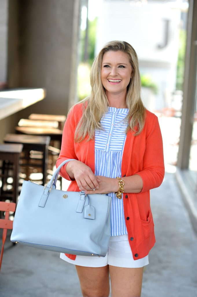 How to style a blue oversized tote for the summertime. Pairing it with a great coral sweater creates such a fun and summery look!