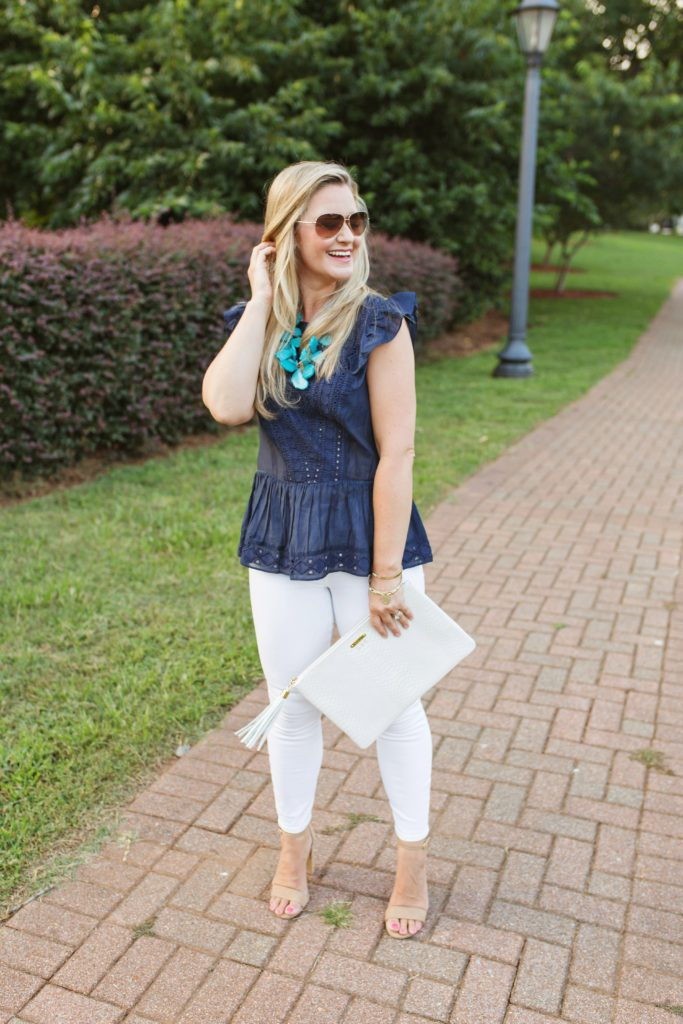 cute white jeans outfit that is perfect for the end of Summer
