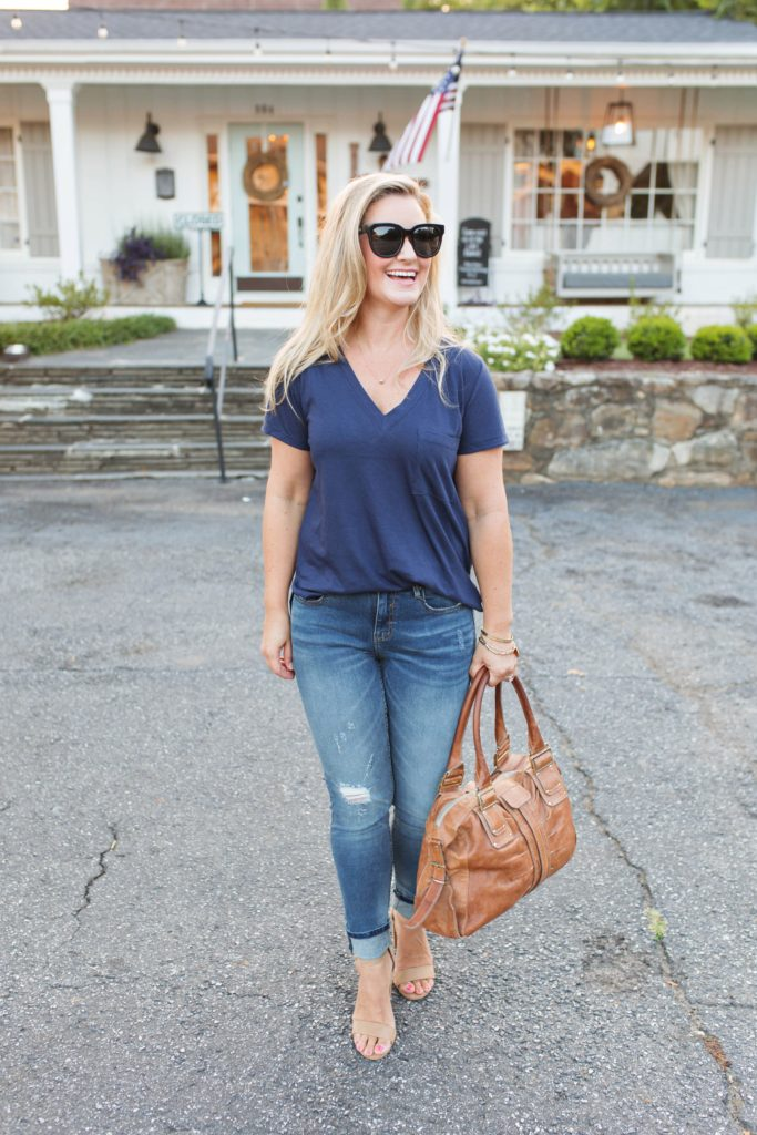 how to dress up a t-shirt to create and effortless evening outfit that is perfect for a date night