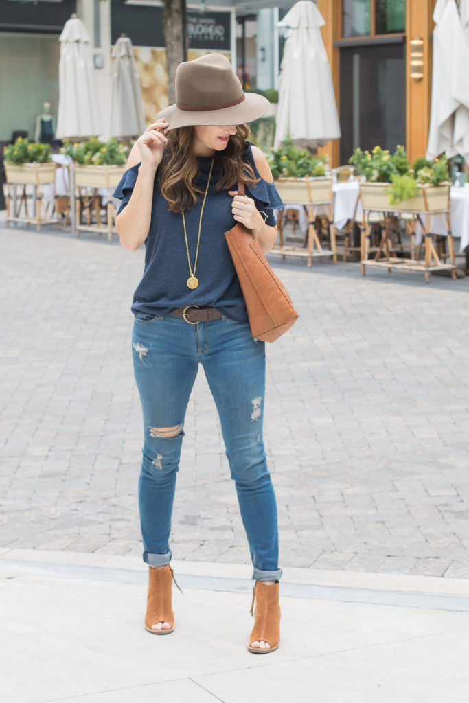 Cute fall fashion via Peaches In A Pod blog.