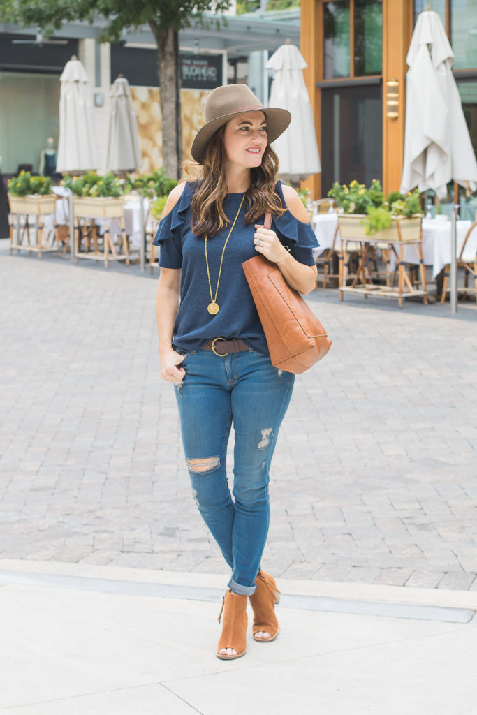 Fall fashion ideas for women via Peaches In A pod blog. When it comes to fall style casual is the way to go for us.