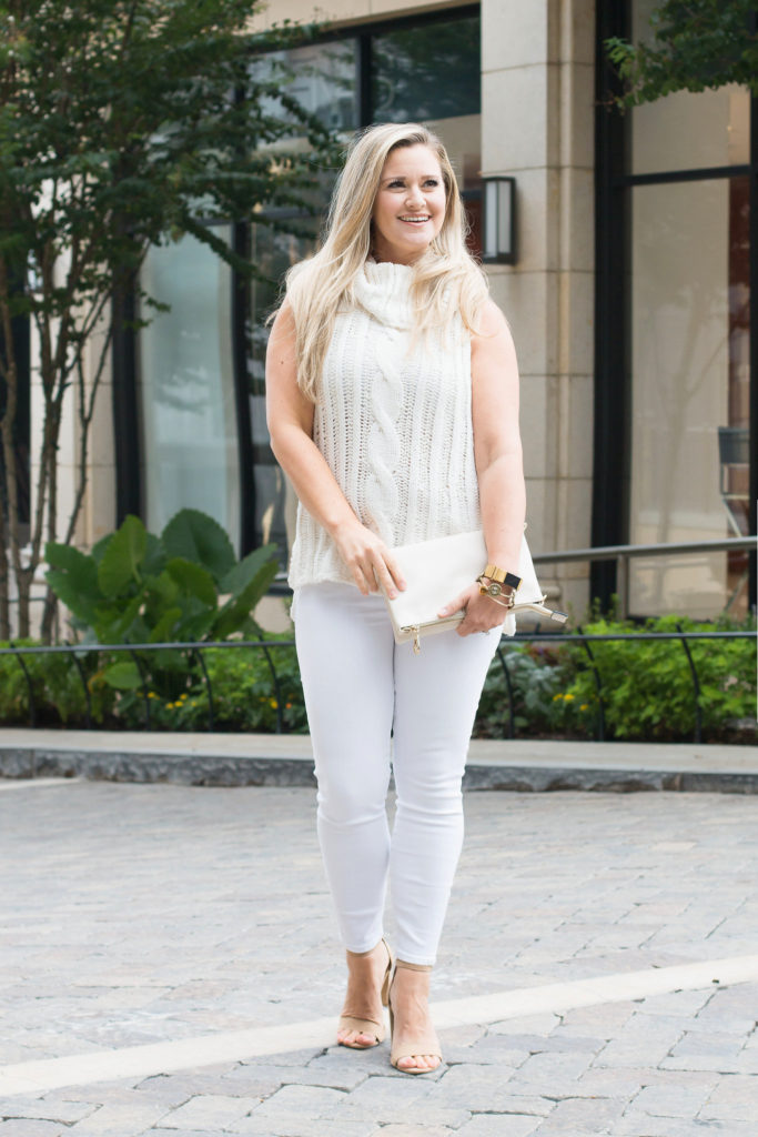 Cute white jeans outfit that is perfect for early fall.
