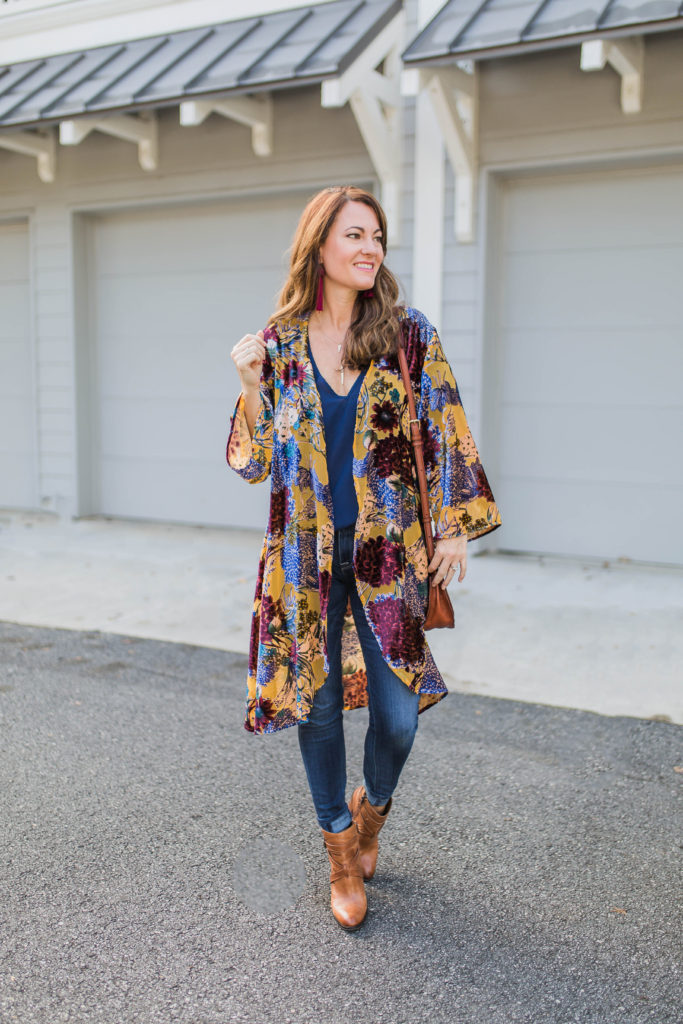 How to wear a kimono in the fall via Peaches In A Pod blog. Anthropologie velvet kimono.