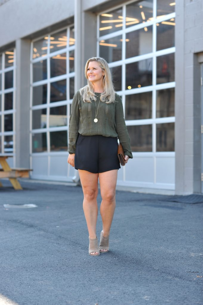 how to wear shorts in the fall to create a great casual outfit.