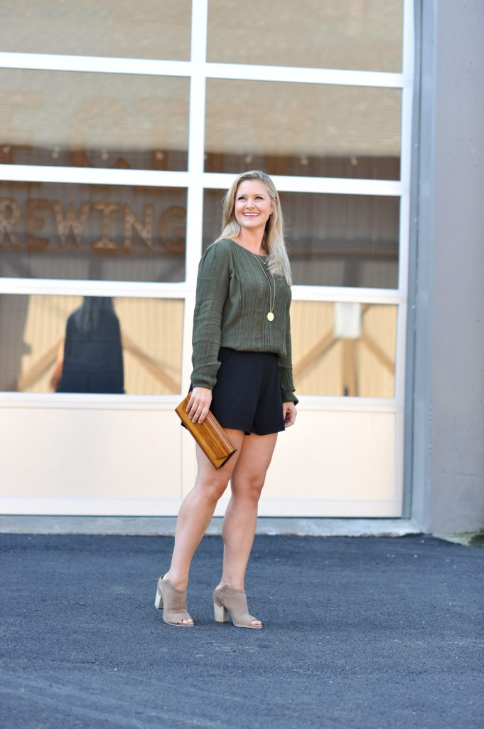 how to dress up shorts to create a great dressy outfit with a crepe top and highwaisted shorts