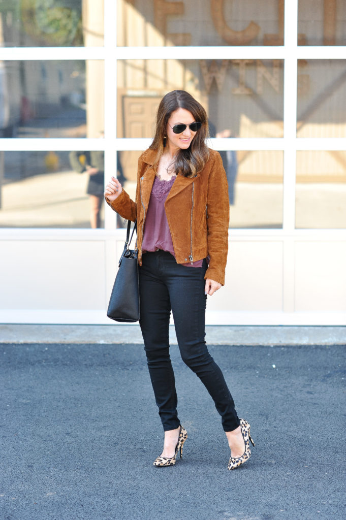Cute fall fashion ideas for women via Peaches In A Pod blog.