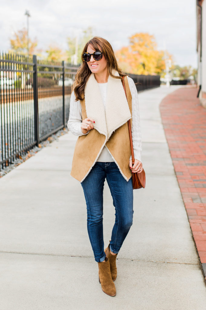 How to wear a sherpa vest this winter via Peaches In A Pod blog. Sherpa vest outfit idea.