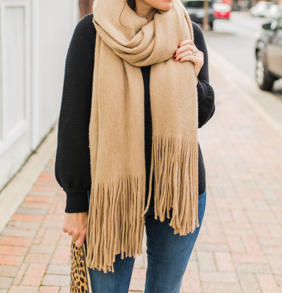 How to tie a scarf via Peaches In A Pod blog.