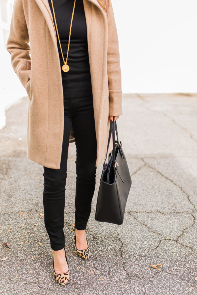 Women's classic winter coat outfit idea via Peaches In A Pod blog. Stay warm this winter with this classic winter outfit.
