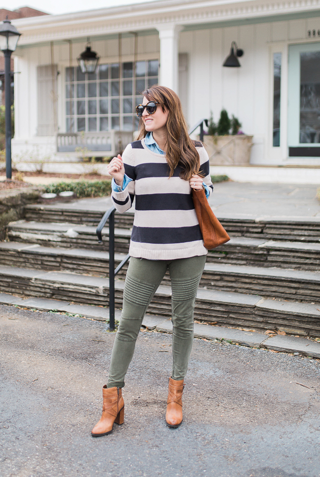 How to wear green leggings via Peaches In A Pod blog. Green moto leggings outfit idea.