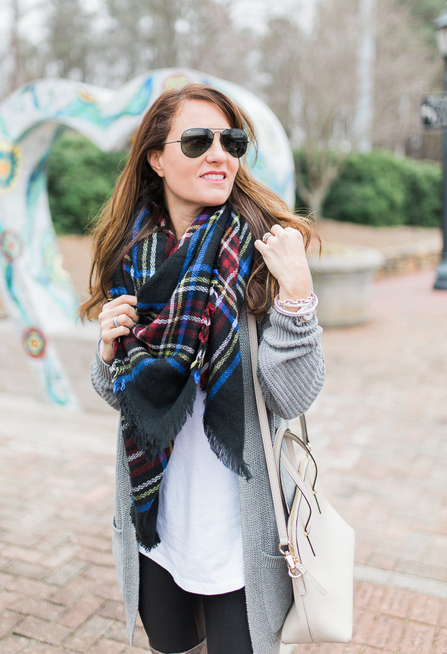 Casual winter outfit ideas via Peaches In A Pod blog.