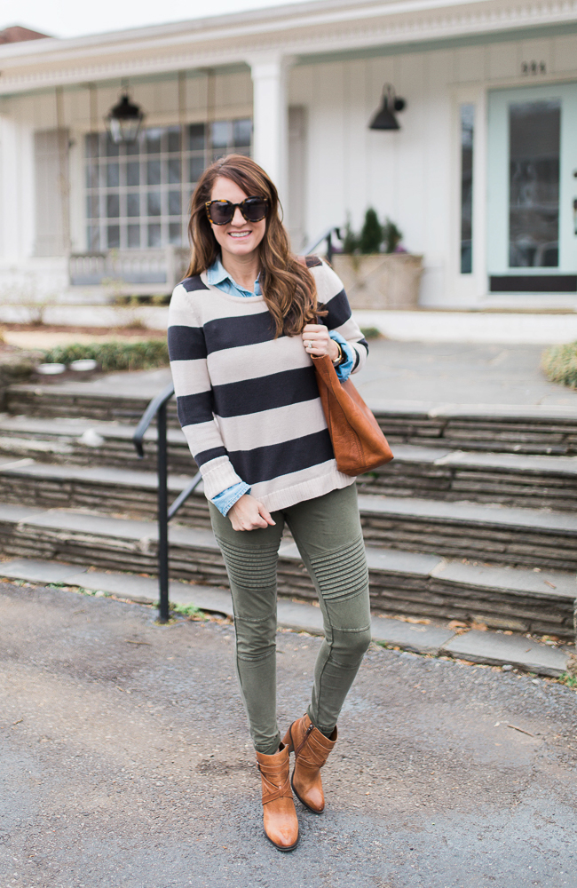Cute leggings outfit via Peaches In A Pod. Green Moto leggings and how to wear them.