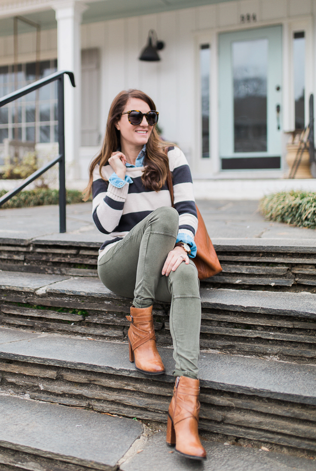 Cute outfit ideas for women via Peaches In A Pod blog. Fall and Spring outfits for women.