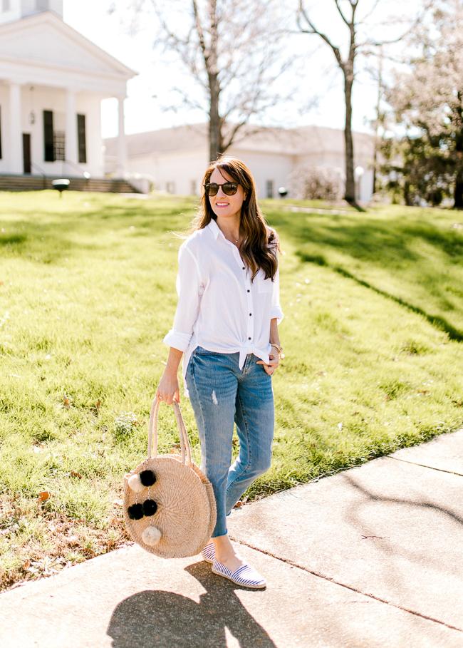 Cute Spring outfit ideas for women via Peaches In A Pod blog.