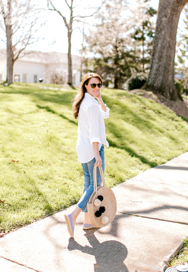 Casual Spring style for women via Peaches In A Pod blog.