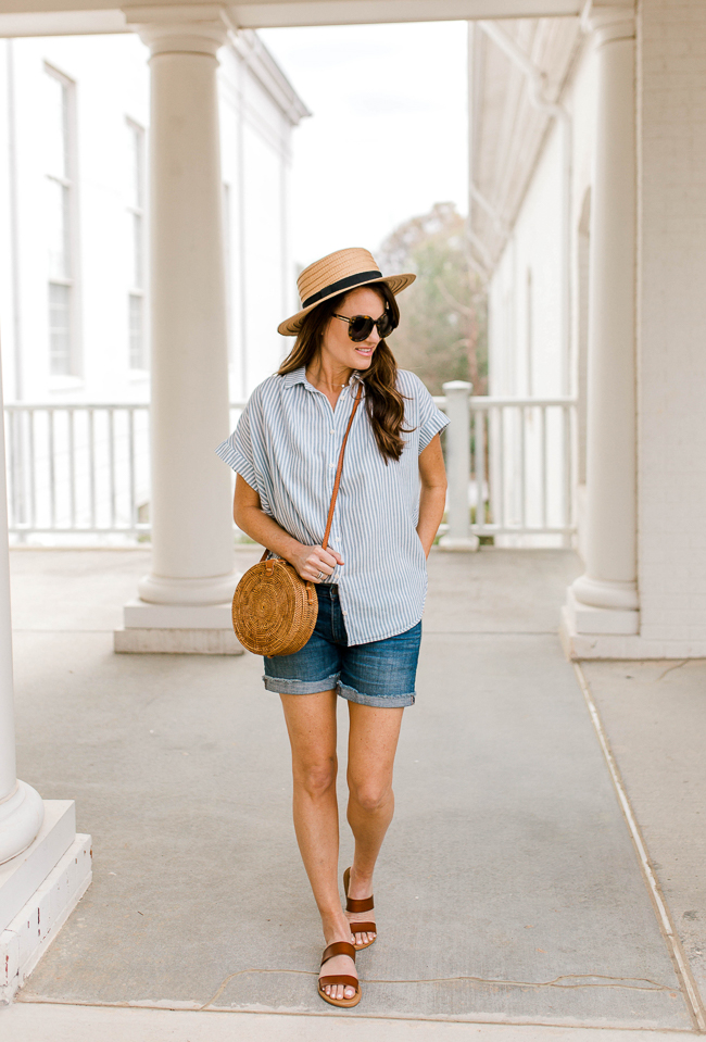 How to wear denim cut off shorts via Peaches In A Pod blog. The perfect casual Spring look.