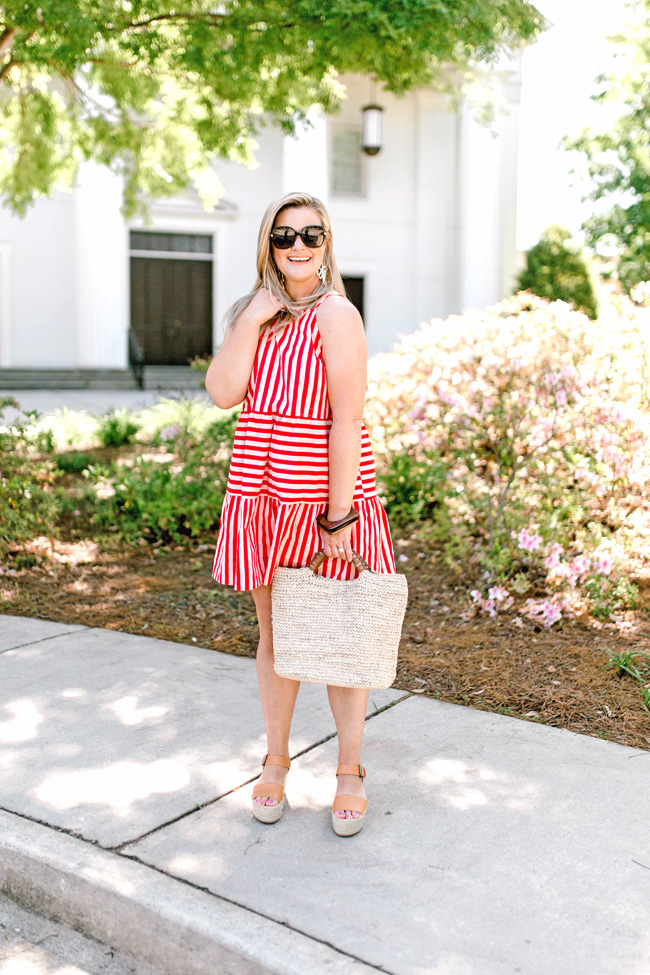 Summer style. How to wear flatform shoes wit a red striped dress to create a great casual outfit.
