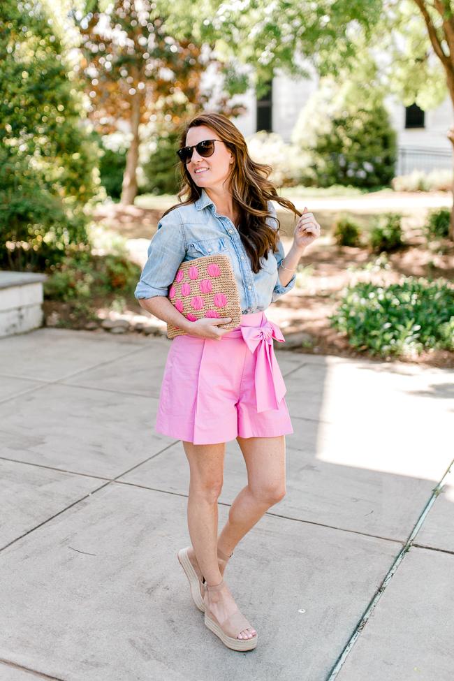 Cute and preppy Summer look via Peaches In A Pod blog.