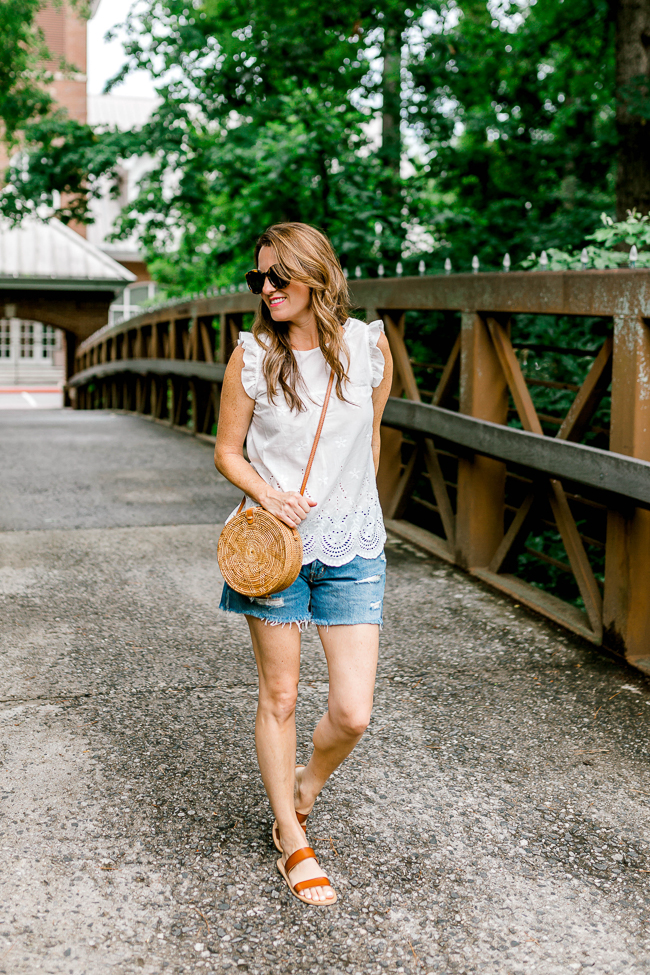 The perfect pair of denim cut offs for Summer via Peaches In A Pod blog.